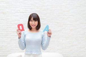 QとAを持つ女性