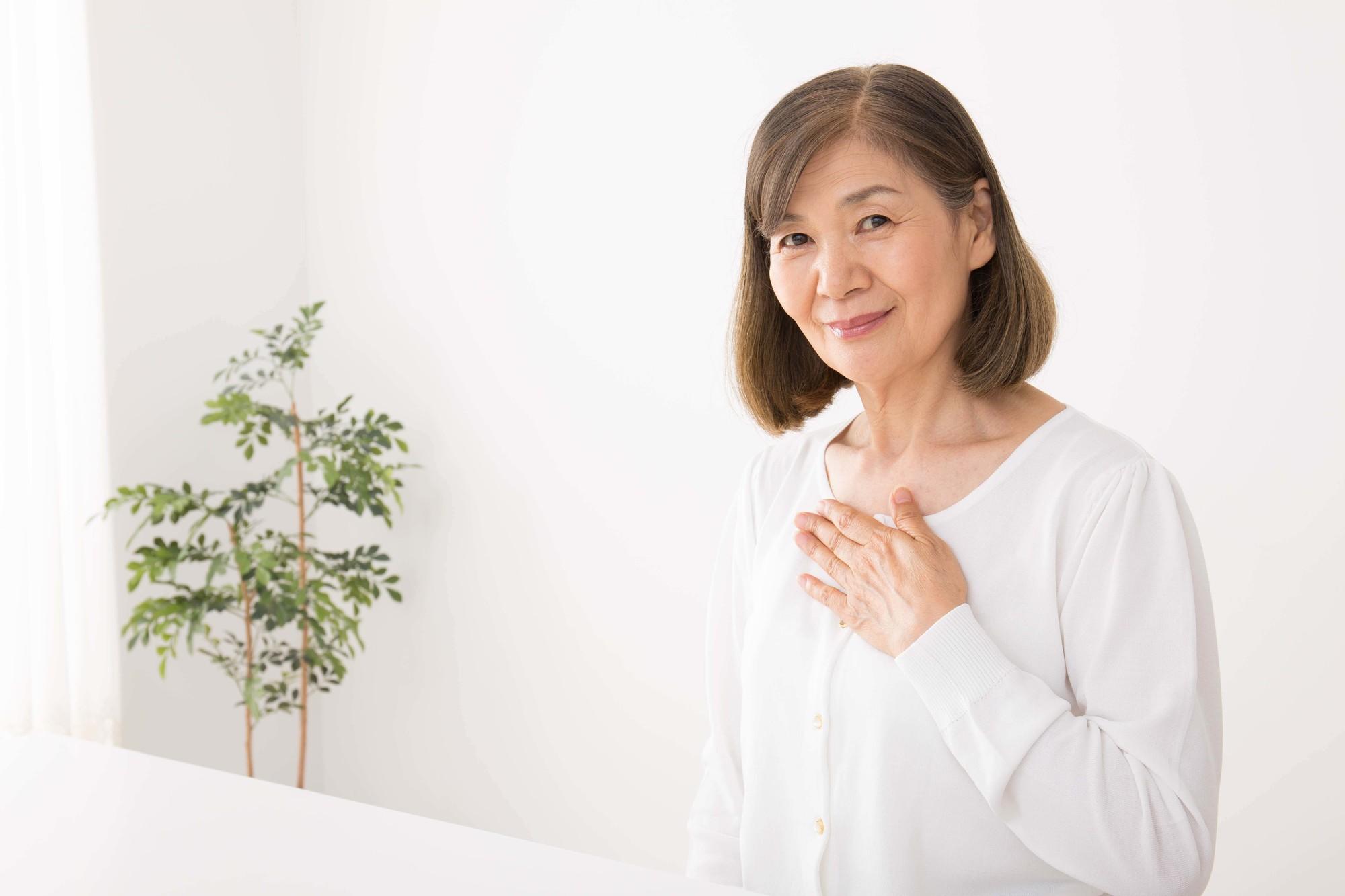 高齢女性イメージ図