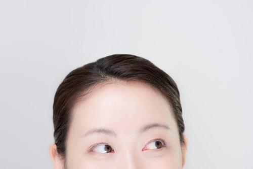 女性の眉毛アップ画像