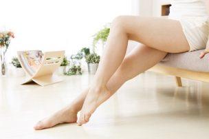 ムダ毛のない女性の足