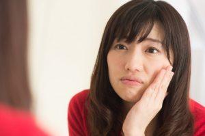 肌荒れに悩む女性イメージ