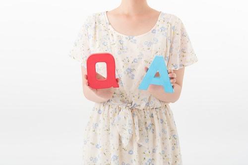 QとAくを持つ女性