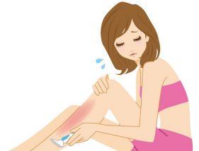 足の脱毛に悩む女性